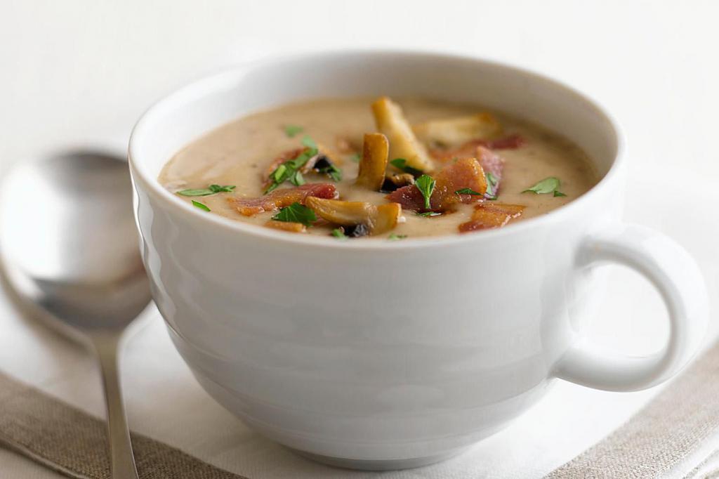 Суп из скумбрии с грибами и сыром